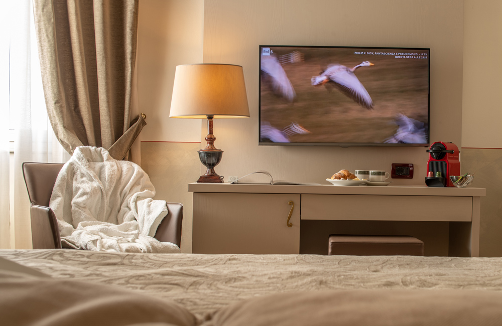 hotel ambasciatori brescia superio double room nespresso